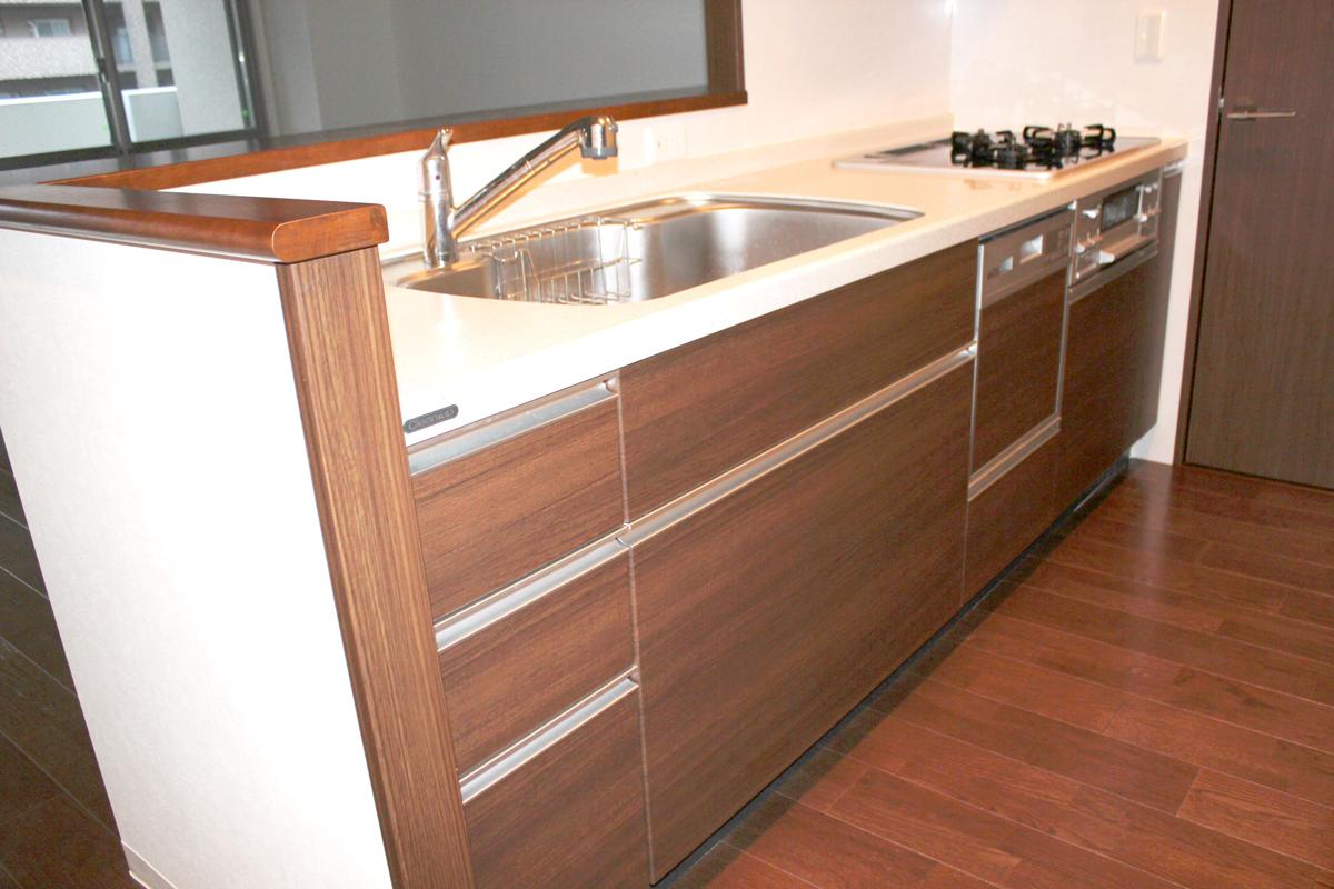 ダウングレードされたキッチンと洗面化粧台