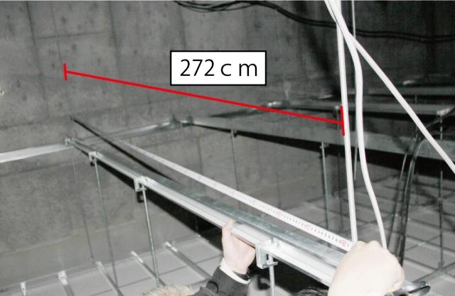 天井吊り金具の間隔