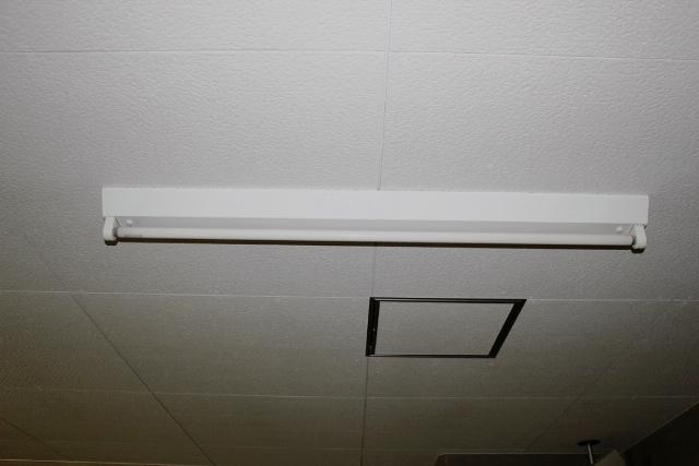 天井照明器具の固定方法